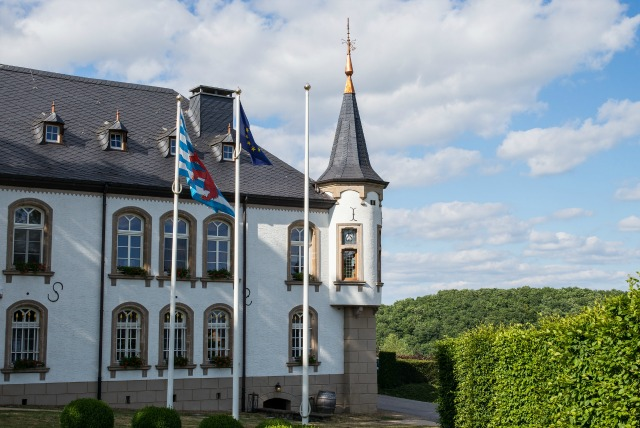 Looking for a travel guide to Luxembourg - that tiny, multicultural country? I brought in a local to share all her best Luxemboury travel tips - what to do, where to go, and how to do it cheaply(ish)!