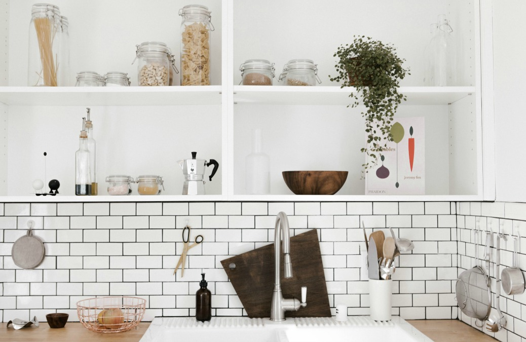 4 ways to disguise horrible ugly kitchen cupboards for Ways to decorate kitchen