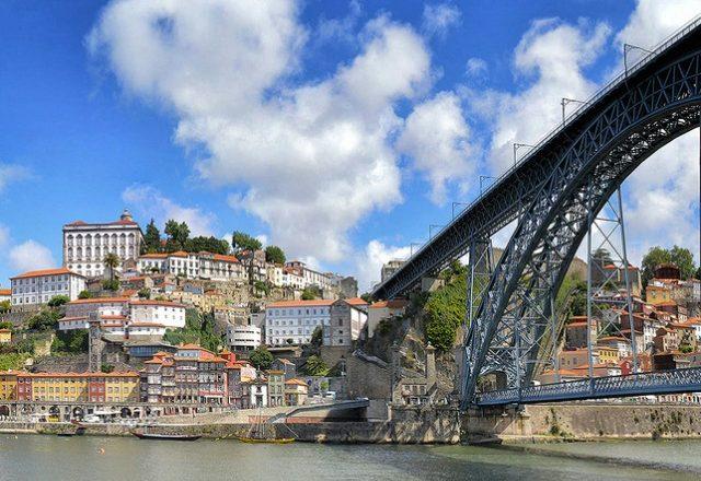 Mini Travel Guide: Portugal // yesandyes.org